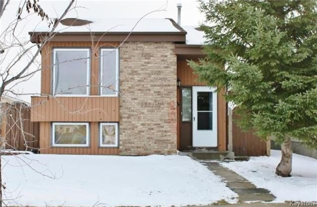 FEATURED LISTING: 7 Red Maple Road Winnipeg