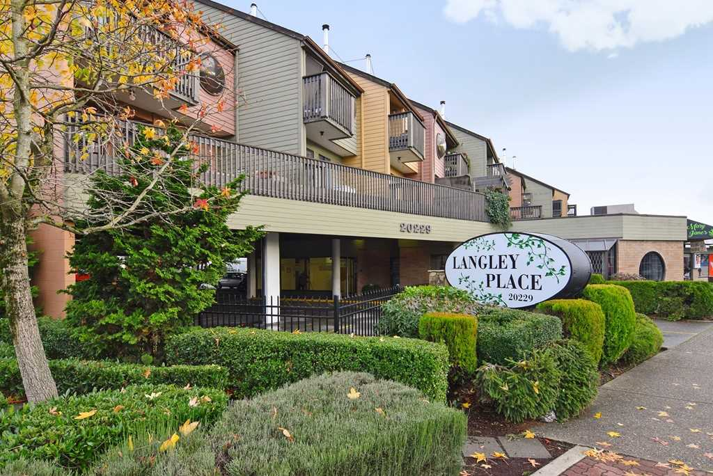 "Main Photo: 9 20229 FRASER Highway in Langley: Langley City Condo for sale in ""Langley Place"" : MLS®# R2225434"
