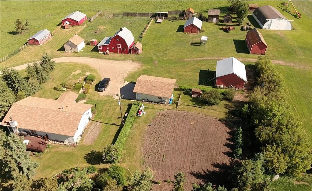Main Photo: 233040 585 Highway: Rural Kneehill County House for sale : MLS® # C4133134