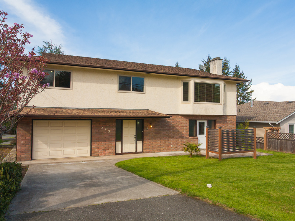 FEATURED LISTING: 243 Moss Ave Parksville