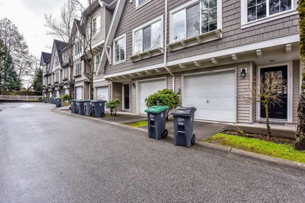 Main Photo: 72 12778 66 AVENUE in Surrey: West Newton Townhouse for sale : MLS®# R2250246