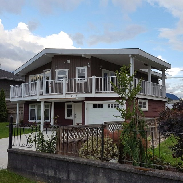 Main Photo: 40371 GARIBALDI Way in Squamish: Garibaldi Estates House for sale : MLS®# R2133066