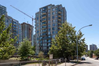 "Main Photo: 405 838 AGNES Street in New Westminster: Downtown NW Condo for sale in ""WESTMINSTER TOWERS"" : MLS®# R2287977"