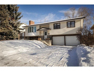 Main Photo: 333 SILVER RIDGE Crescent NW in Calgary: Silver Springs House for sale : MLS® # C4045735