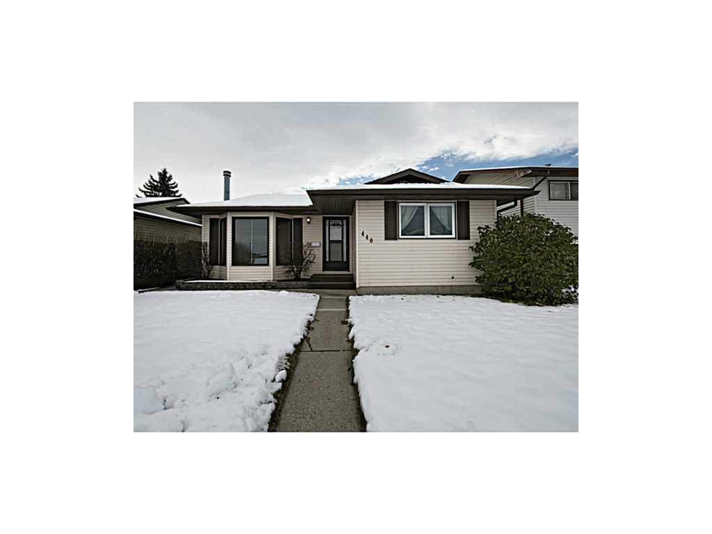 Main Photo: 440 Whiteland Drive NE in Calgary: Whitehorn House for sale : MLS® # C3642522