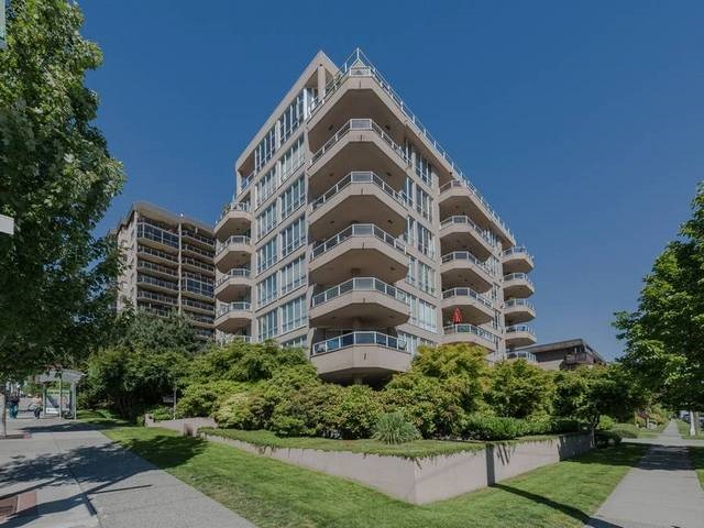 "Main Photo: 402 408 LONSDALE Avenue in North Vancouver: Lower Lonsdale Condo for sale in ""MONACO"" : MLS(r) # R2180032"