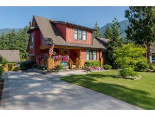 "Main Photo: 1856 HUCKLEBERRY Bend in Cultus Lake: Lindell Beach House for sale in ""COTTAGES AT CULTUS LAKE"" : MLS®# R2293846"