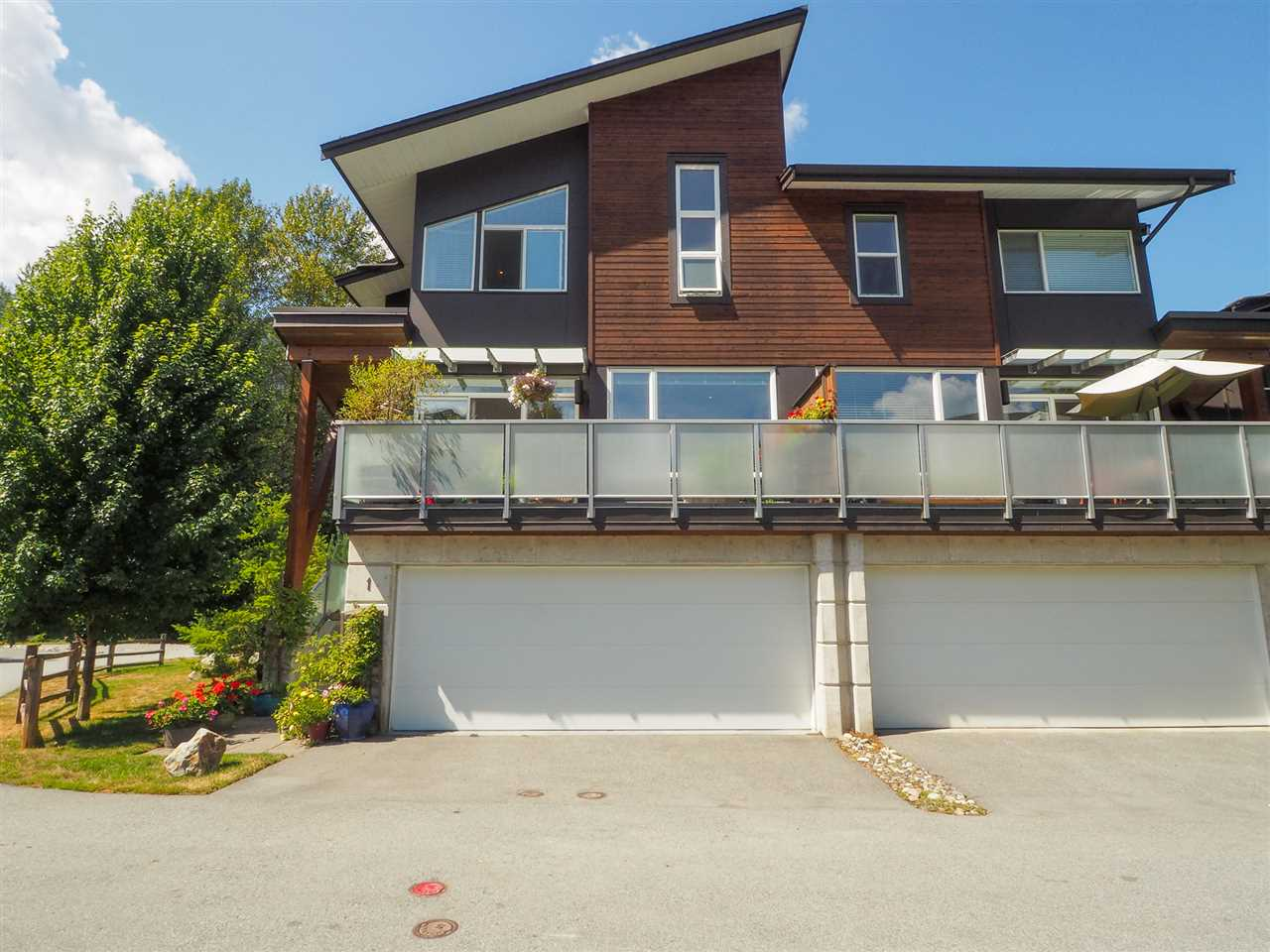 FEATURED LISTING: 1 - 41488 BRENNAN Road Squamish