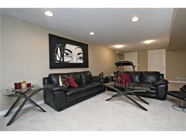 Photo 16: 6628 LAW Drive SW in CALGARY: Lakeview Residential Detached Single Family for sale (Calgary)  : MLS® # C3594389