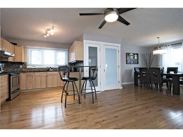 Photo 8: 6628 LAW Drive SW in CALGARY: Lakeview Residential Detached Single Family for sale (Calgary)  : MLS® # C3594389