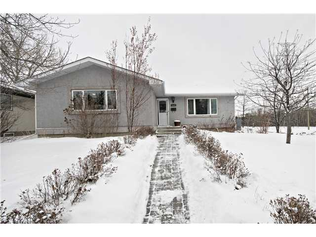 Main Photo: 6628 LAW Drive SW in CALGARY: Lakeview Residential Detached Single Family for sale (Calgary)  : MLS® # C3594389