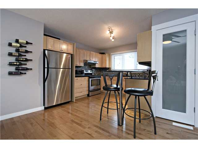 Photo 4: 6628 LAW Drive SW in CALGARY: Lakeview Residential Detached Single Family for sale (Calgary)  : MLS® # C3594389