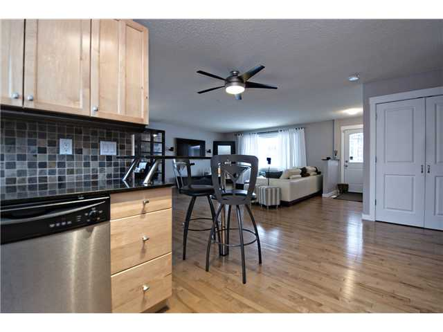 Photo 5: 6628 LAW Drive SW in CALGARY: Lakeview Residential Detached Single Family for sale (Calgary)  : MLS® # C3594389
