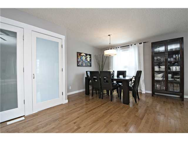 Photo 7: 6628 LAW Drive SW in CALGARY: Lakeview Residential Detached Single Family for sale (Calgary)  : MLS® # C3594389