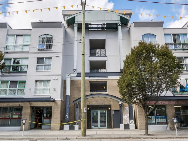 "Main Photo: PH13 511 W 7TH Avenue in Vancouver: Fairview VW Condo for sale in ""Beverly Gardens"" (Vancouver West)  : MLS® # R2004156"