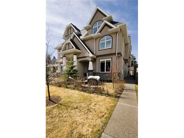 Photo 2: 1 523 34 Street NW in CALGARY: Parkdale Townhouse for sale (Calgary)  : MLS® # C3473184