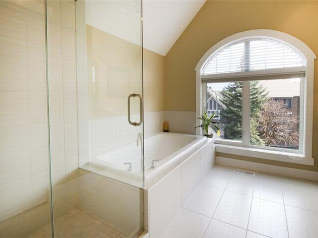 Photo 16: 1 523 34 Street NW in CALGARY: Parkdale Townhouse for sale (Calgary)  : MLS® # C3473184
