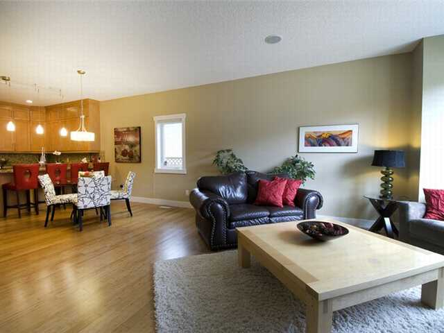 Photo 4: 1 523 34 Street NW in CALGARY: Parkdale Townhouse for sale (Calgary)  : MLS® # C3473184