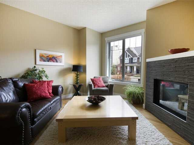 Photo 3: 1 523 34 Street NW in CALGARY: Parkdale Townhouse for sale (Calgary)  : MLS® # C3473184