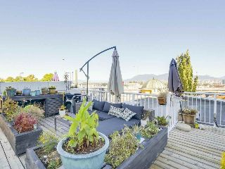 "Main Photo: 404 1562 W 5TH Avenue in Vancouver: False Creek Condo for sale in ""GRYPHON COURT"" (Vancouver West)  : MLS® # R2211506"