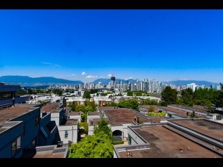 "Main Photo: 1367 W 8TH Avenue in Vancouver: Fairview VW Townhouse for sale in ""Fairview Village"" (Vancouver West)  : MLS®# R2270309"