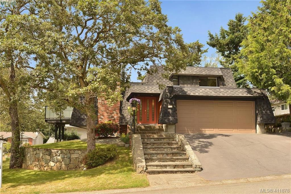 FEATURED LISTING: 994 Landeen Pl VICTORIA