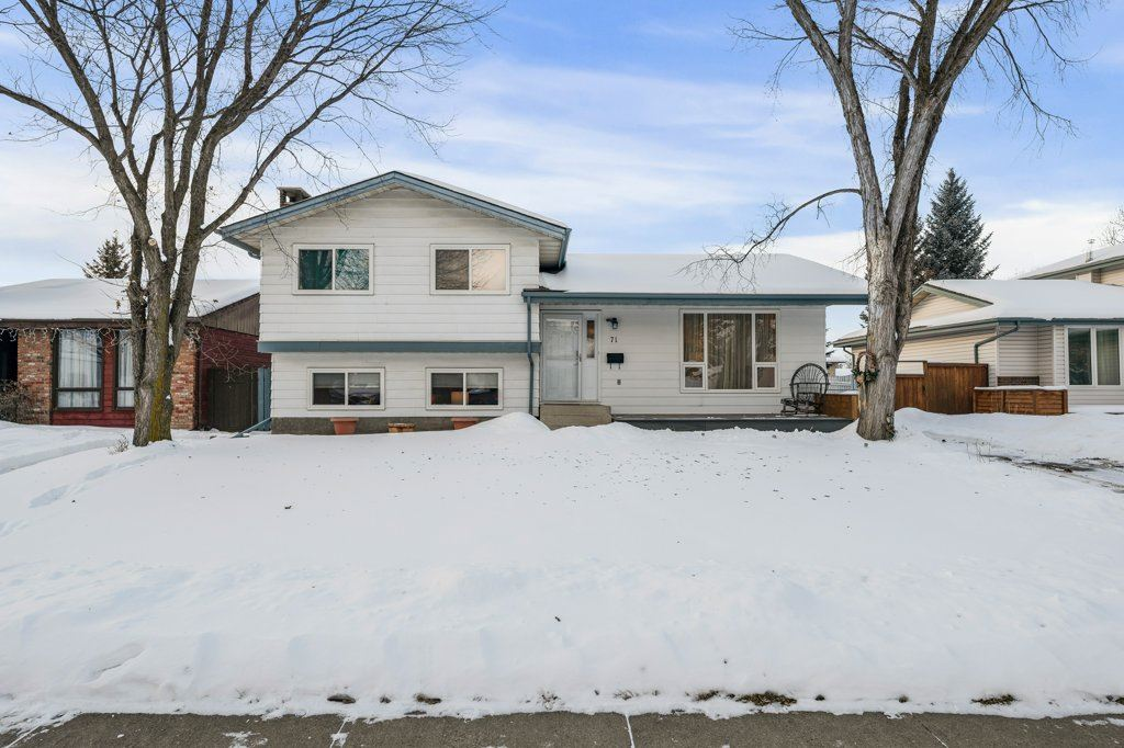 FEATURED LISTING: 71 WOODCREST Avenue St. Albert