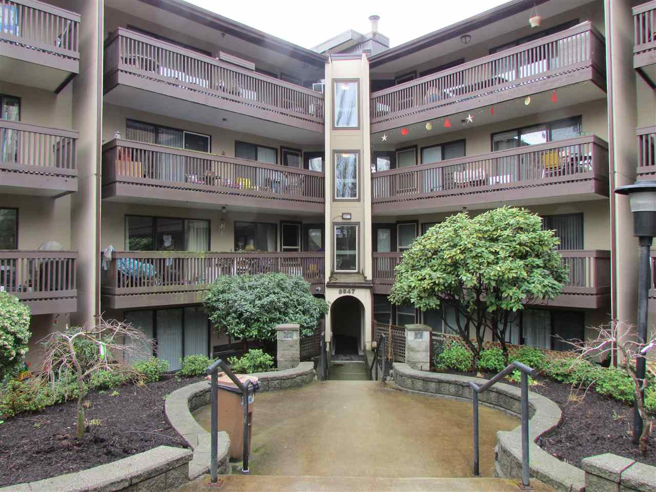 "Main Photo: 217 9847 MANCHESTER Drive in Burnaby: Cariboo Condo for sale in ""Barclay Woods"" (Burnaby North)  : MLS® # R2041782"