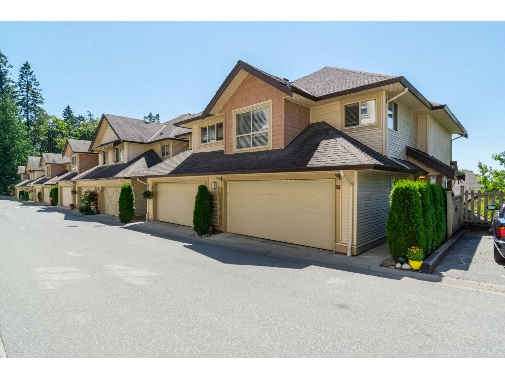 "Main Photo: 34 20350 68 Avenue in Langley: Willoughby Heights Townhouse for sale in ""SUNRIDGE"" : MLS®# R2093071"