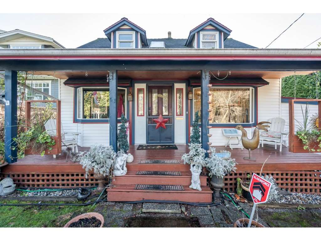 FEATURED LISTING: 409 6TH ST Street East North Vancouver