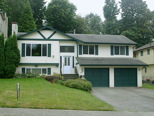 "Main Photo: 2237 OLYMPIA Place in Abbotsford: Abbotsford East House for sale in ""McMillan"" : MLS®# F1118007"