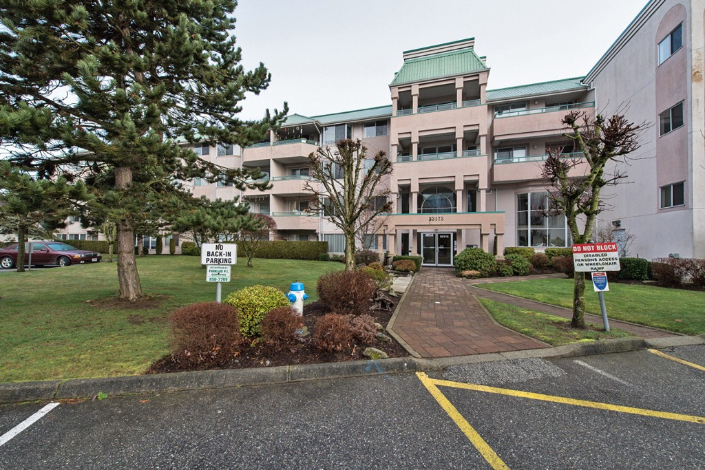 "Main Photo: 133 33173 OLD YALE Road in Abbotsford: Central Abbotsford Condo for sale in ""Sommerset Ridge"" : MLS®# F1431352"