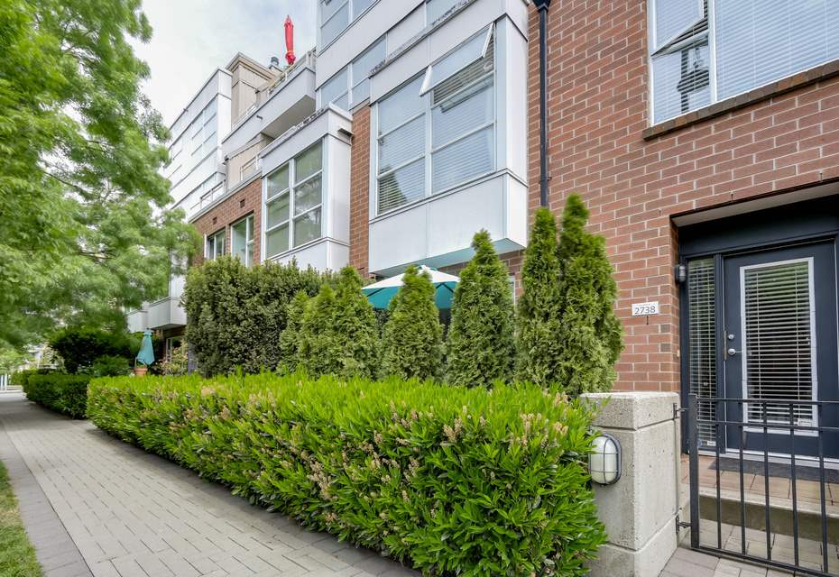"Main Photo: 2738 CRANBERRY Drive in Vancouver: Kitsilano Townhouse for sale in ""ZYDECO"" (Vancouver West)  : MLS®# R2073956"