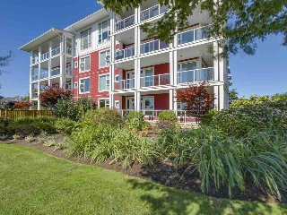 "Main Photo: 115 4500 WESTWATER Drive in Richmond: Steveston South Condo for sale in ""COPPER SKY"" : MLS® # R2209414"