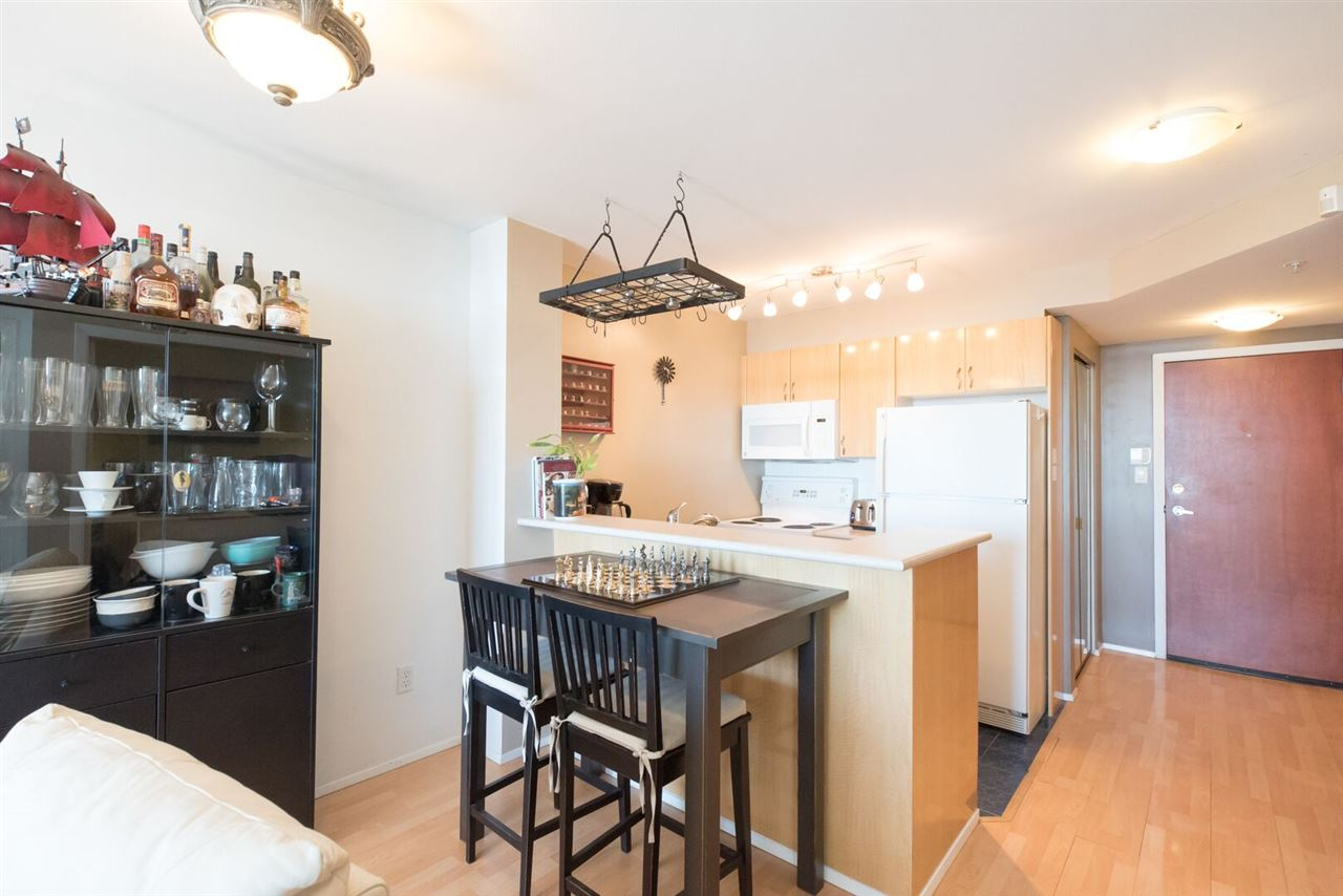 "Main Photo: 902 2763 CHANDLERY Place in Vancouver: Fraserview VE Condo for sale in ""RIVER DANCE"" (Vancouver East)  : MLS(r) # R2094464"