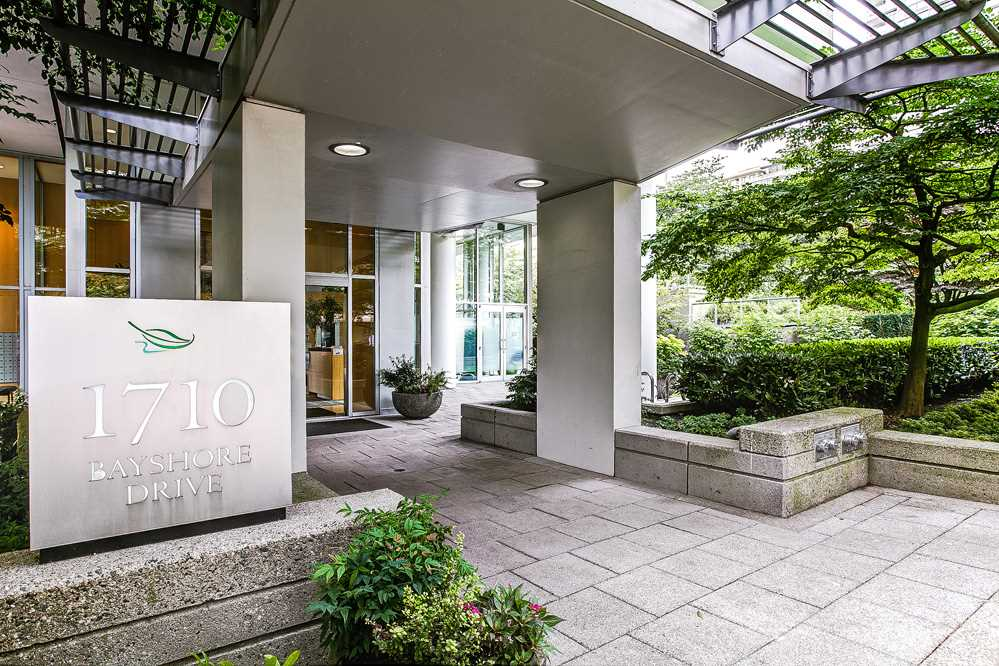 "Main Photo: 804 1710 BAYSHORE Drive in Vancouver: Coal Harbour Condo for sale in ""BAYSHORE GARDENS"" (Vancouver West)  : MLS® # R2195570"