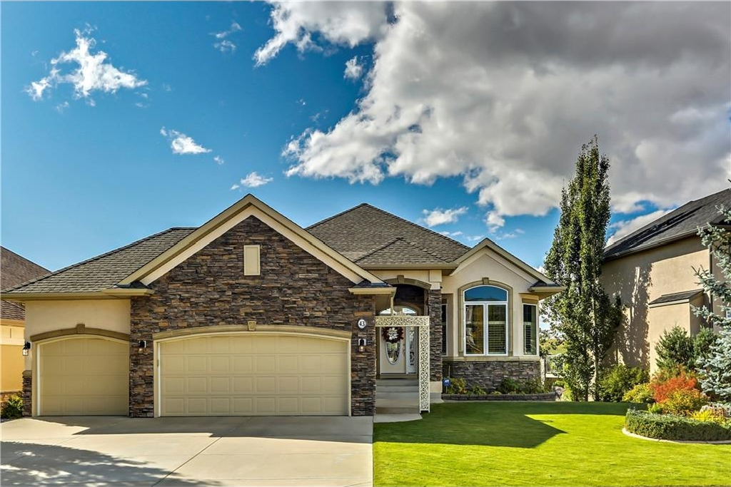 Main Photo: 43 DISCOVERY RIDGE Mount SW in Calgary: Discovery Ridge House for sale : MLS® # C4138761