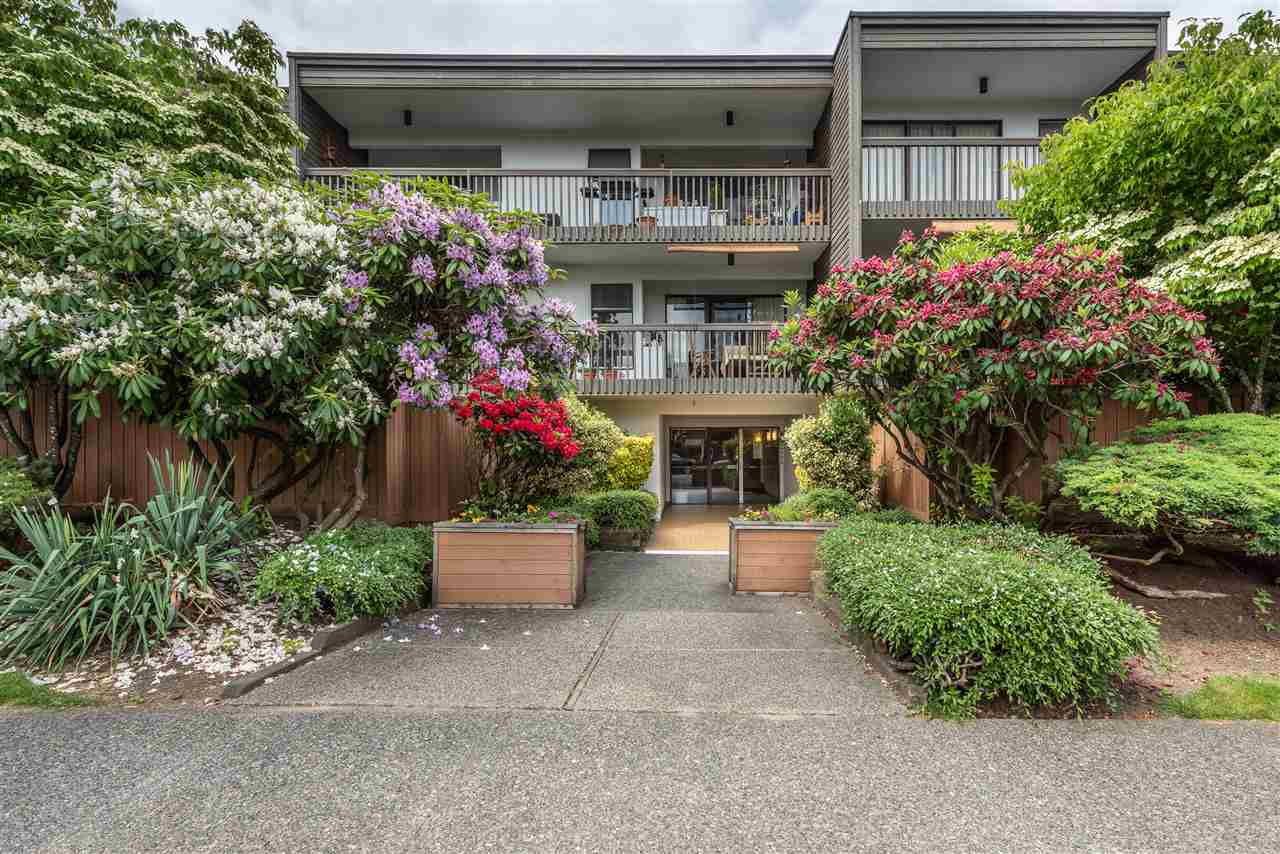 "Main Photo: 209 265 E 15TH Avenue in Vancouver: Mount Pleasant VE Condo for sale in ""WOODGLEN APARTMENTS"" (Vancouver East)  : MLS®# R2275545"