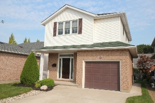 Main Photo: 7441 Trinity Court in Niagara Falls: Mount Carmel Area Freehold for sale : MLS® # 30600066
