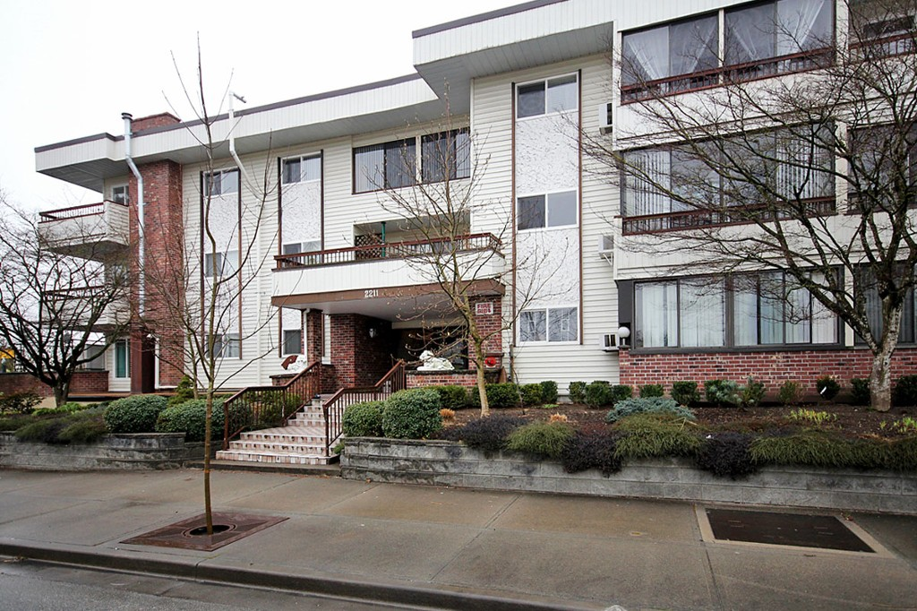 "Main Photo: 114 2211 CLEARBROOK Road in Abbotsford: Abbotsford West Condo for sale in ""Glenwood Apartments"" : MLS®# F1401910"