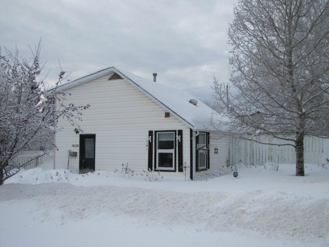 Main Photo: 9624 97TH Street in Fort St. John: Fort St. John - City SE House for sale (Fort St. John (Zone 60))  : MLS® # N241606
