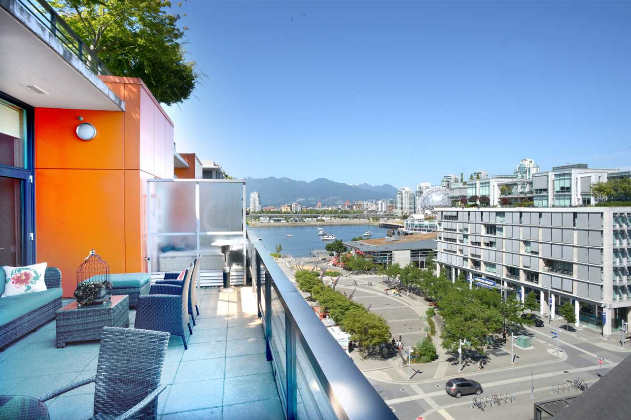 "Main Photo: 803 123 W 1ST Avenue in Vancouver: False Creek Condo for sale in ""COMPASS AT OLYMPIC VILLAGE"" (Vancouver West)  : MLS® # R2189914"