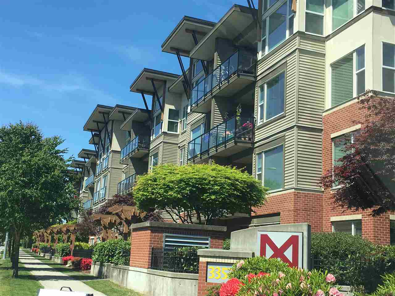 "Main Photo: 410 33539 HOLLAND Avenue in Abbotsford: Central Abbotsford Condo for sale in ""THE CROSSING"" : MLS(r) # R2177301"