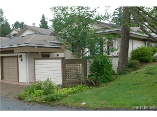 Main Photo: 61 901 KENTWOOD Lane in VICTORIA: SE Broadmead Townhouse for sale (Saanich East)  : MLS® # 355646