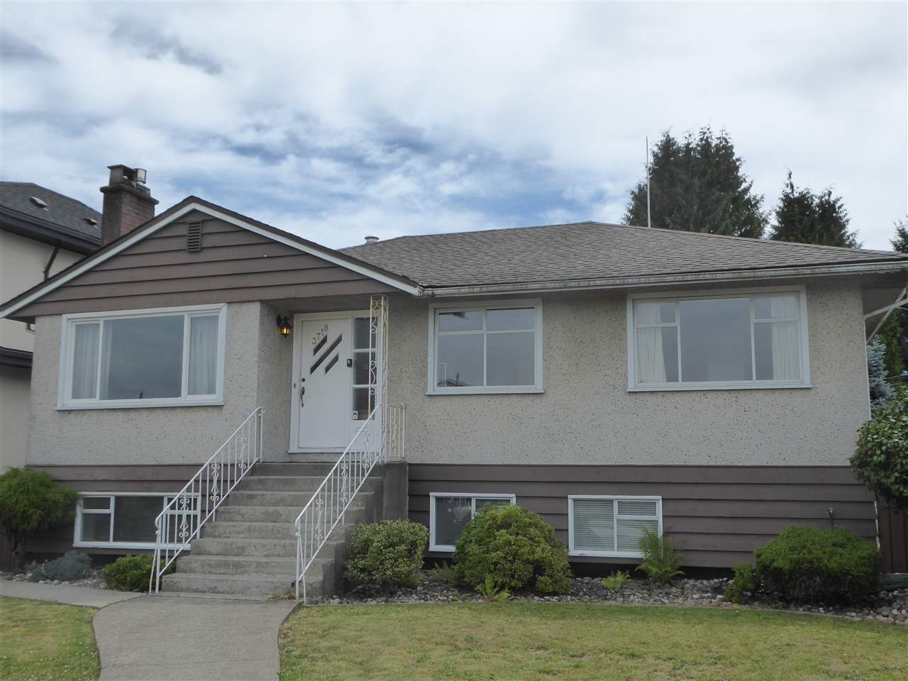 FEATURED LISTING: 3718 FIR Street Burnaby