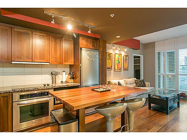 "Main Photo: 205 2288 W BROADWAY in Vancouver: Kitsilano Condo for sale in ""THE VINE"" (Vancouver West)  : MLS®# V1099039"