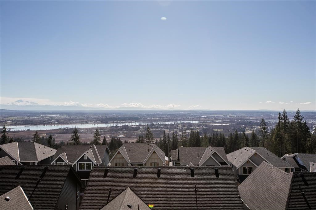 FEATURED LISTING: 3482 BAYCREST Avenue Coquitlam