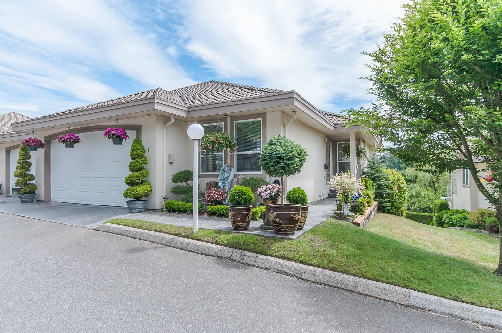 "Main Photo: 4 3354 HORN Street in Abbotsford: Central Abbotsford Townhouse for sale in ""Blackberry Creek Estates"" : MLS®# R2072789"