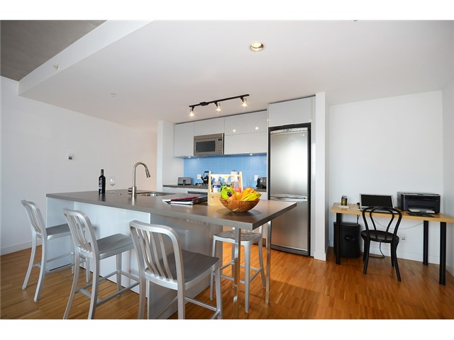 "Main Photo: 2003 108 W CORDOVA Street in Vancouver: Downtown VW Condo for sale in ""WOODWARDS W32"" (Vancouver West)  : MLS®# V1048501"