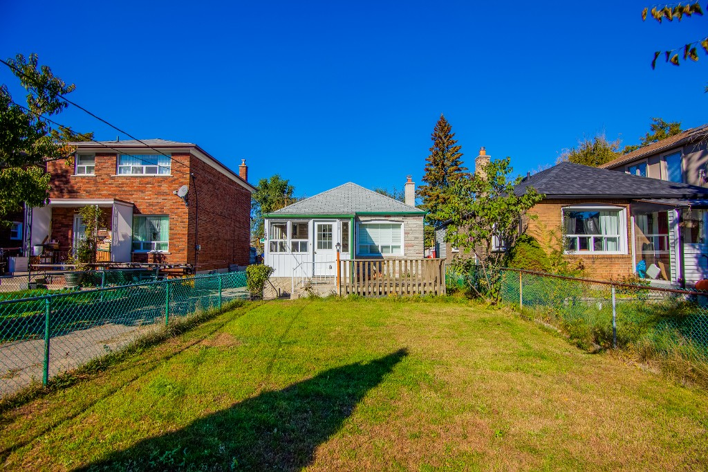 Main Photo: 106 Virginia Avenue in Toronto: Danforth Village-East York House (Bungalow) for sale (Toronto E03)  : MLS® # E3348813